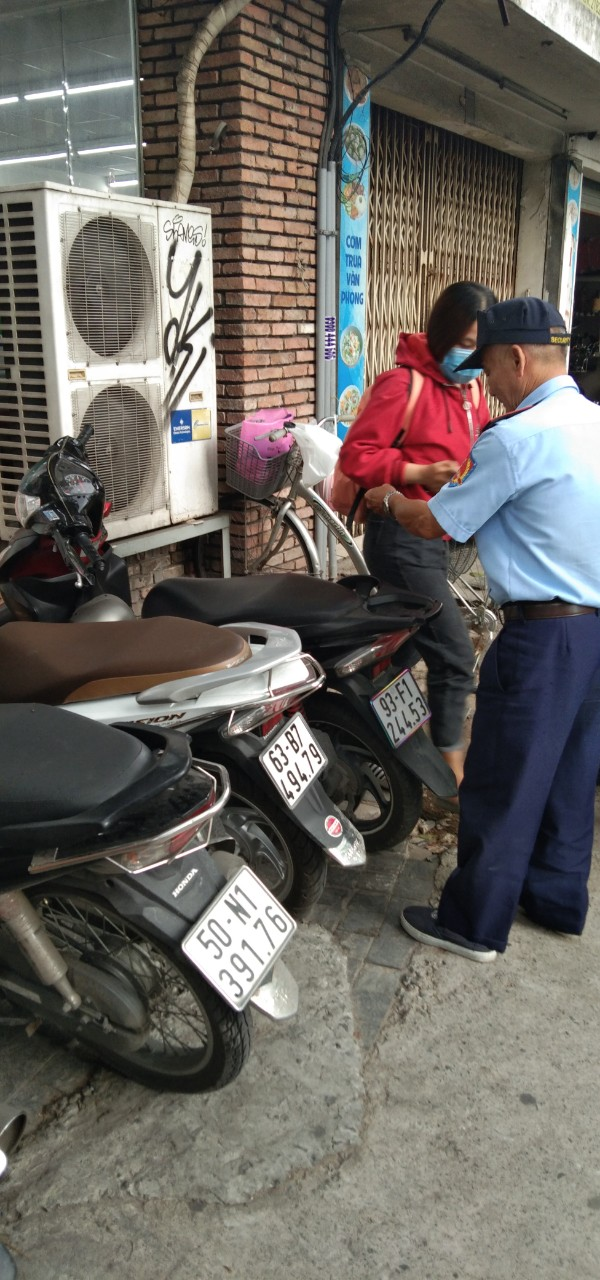 Bảo vệ giữ xe bệnh viện Mắt Thành phố Hồ Chí Minh
