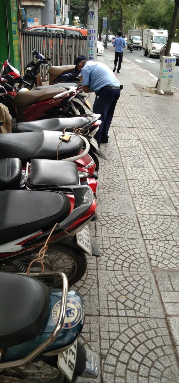 Bảo vệ giữ xe bệnh viện Gia Định