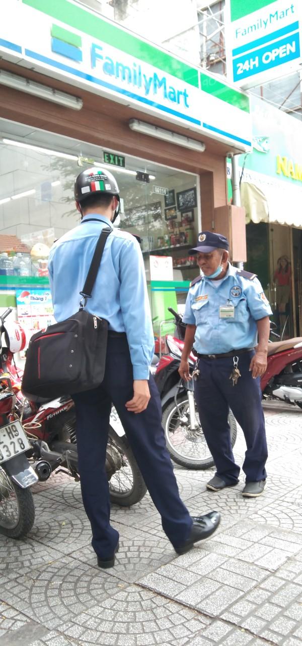 Bảo vệ giữ xe bệnh viện Mắt Thành phố