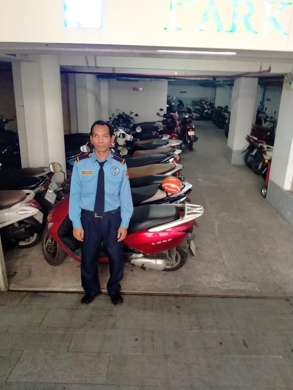 Bảo vệ giữ xe bệnh viện Nguyễn Tri Phương